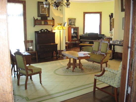 Lehmann House Bed & Breakfast: Lehmann House Parlor
