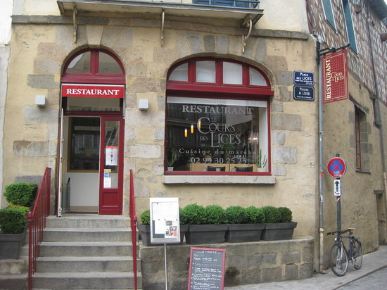 Le Cours des Lices : The Place to eat in Rennes