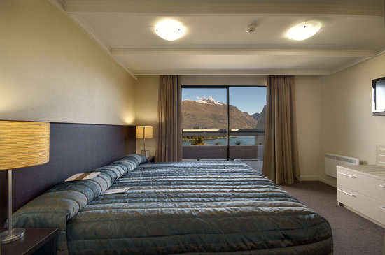 Copthorne Hotel & Apartments Queenstown Lakeview: Wake up to the view