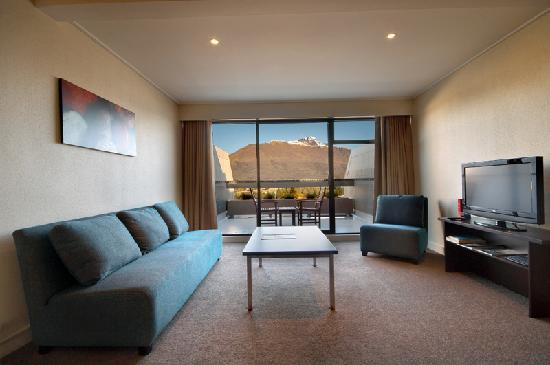 Copthorne Hotel & Apartments Queenstown Lakeview: Aprtment lounge