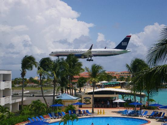 Royal Islander Club La Plage: Plane Spotting