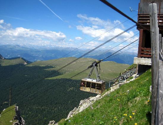 Hotel Grones: Seceda cable car