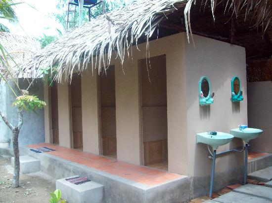 Ben Tre Homestay toilets and showers