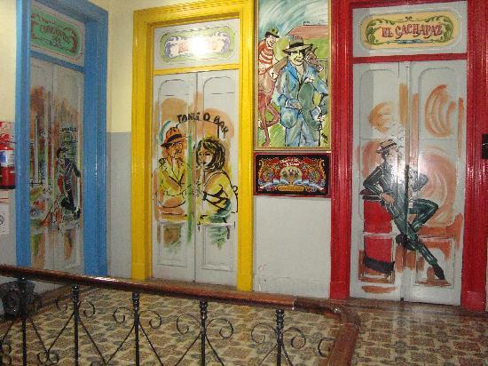 Ayres Portenos Hostel : Hall Quartos
