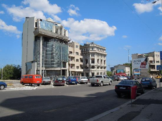 "Constanta, Rumänien: Three ""Time Zones"" in One Block"