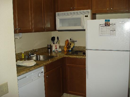 Staybridge Suites Irvine Spectrum/Lake Forest: Kitchen