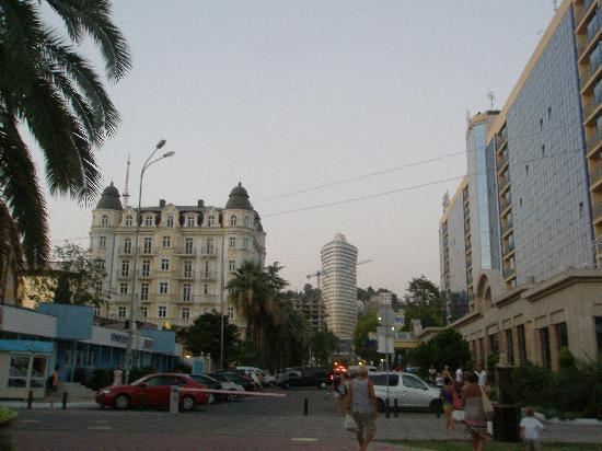 Marins Park Hotel: A view of the hotel facing the center of town