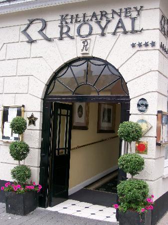 Killarney Royal: Front entrance to hotel.