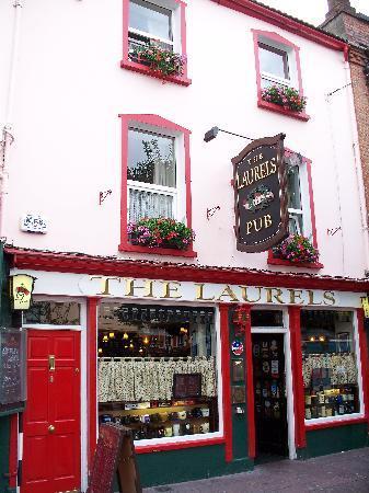 The Laurels Pub: Front of Pub.