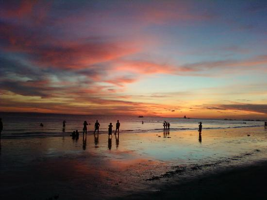 Island Jewel Inn: Romantic sunsets at Boracay