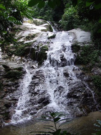 Gerik, Malasia: Waterfall in the rainforest.