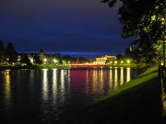 Creevale B&B: Night-scene of Inverness