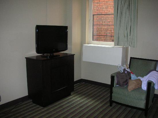 Inn of Chicago: deluxe king bed