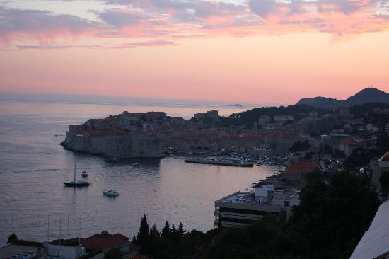 Sipa Apartments: The view of dubrovnik old town from apartment E