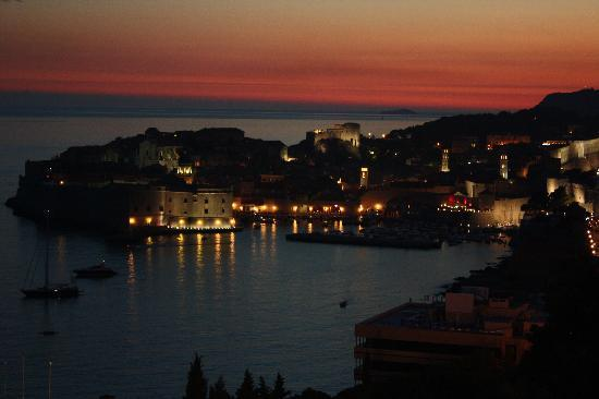 Sipa Apartments: the old town by night