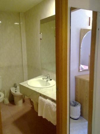 Servigroup Nereo: Baño Habitación.