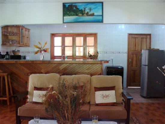 Casa De Leela: Salon-Cocina
