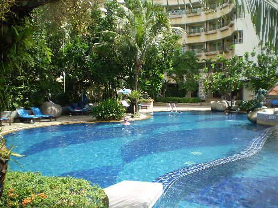 The Royal Paradise Hotel & Spa: Swimming pool