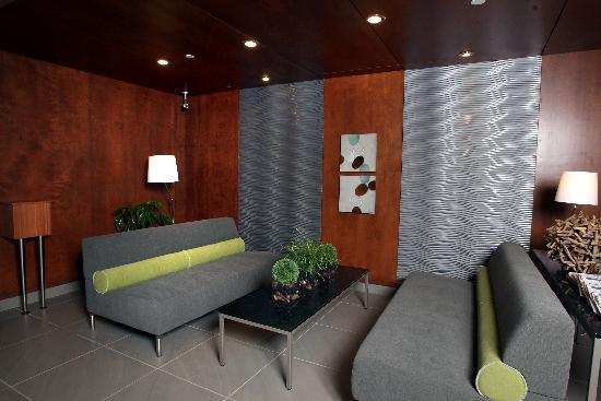 Holiday Inn Express & Suites Saint-Hyacinthe: The lobby