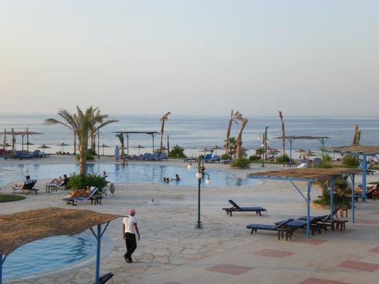 Paradise Beach Resort: La piscina