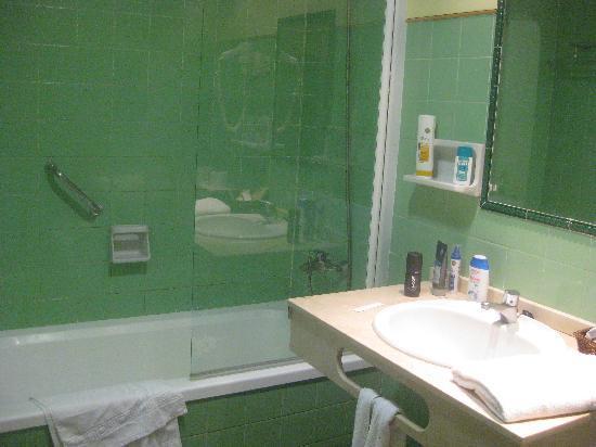 Hotel Monarque Torreblanca: baño