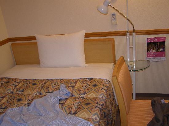 Toyoko Inn Hiroshima-eki Shinkansen-guchi : Letto della camera
