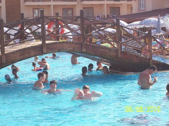 Eftalia Holiday Village: kids at pool area