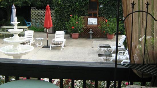 Rams Head Inn: The lounge area for sun bathing