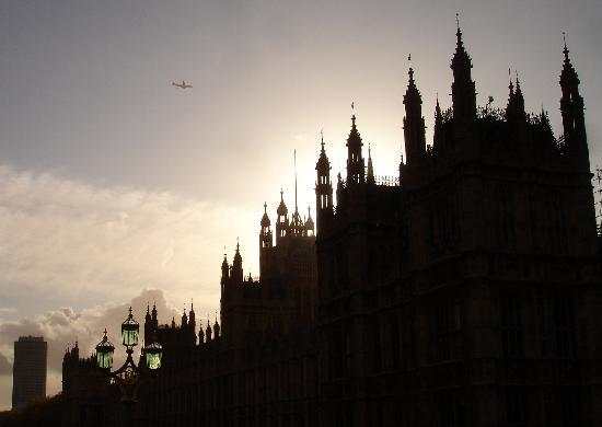 Houses of Parliament: Dach-Silhouette