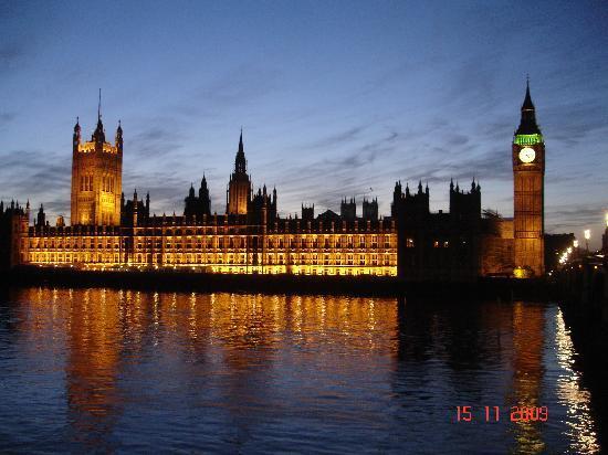 Houses of Parliaments mit Big Ben bei Nacht