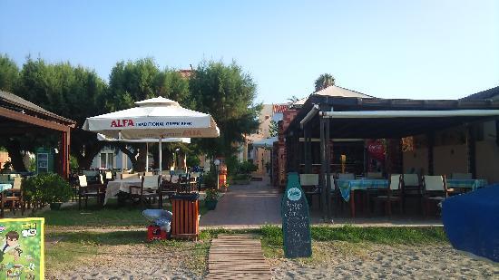 Platanias, Grecia: fra stranden mot hotellet