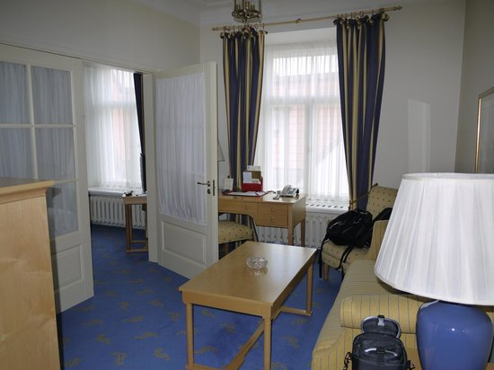 St. Petersbourg Hotel: our spacious living room