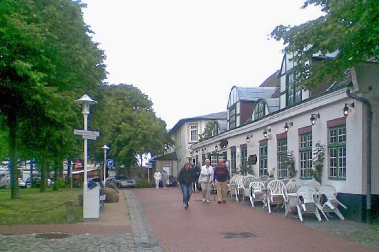 Büsum, Alemania: Seitenansicht des Hotels