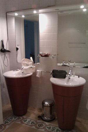 Molskroen: bathroom