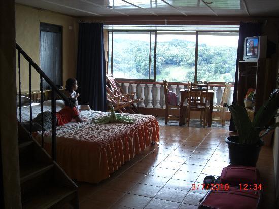 Cabinas and Hotel Vista Al Golfo: Aperçu de la chambre en bas