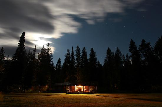 Firehole Ranch: Cabin at Night