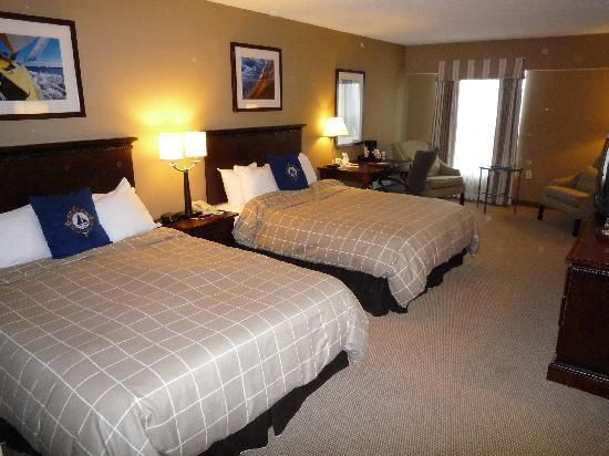 The Salem Waterfront Hotel & Suites: Guest Room
