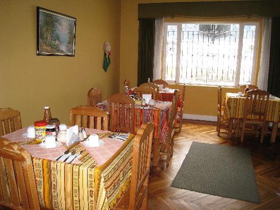 Travellers Inn: Breakfast area