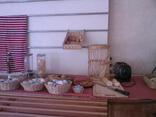 Fnideq, Marruecos: Breakfast - Don't eat it all at once!