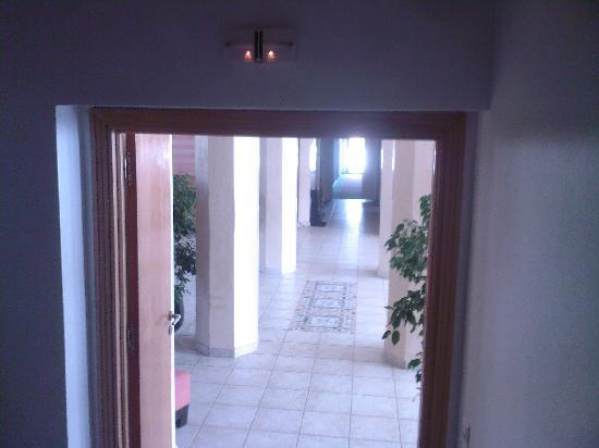 Fnideq, Marruecos: Fire Doors Propped Wide open