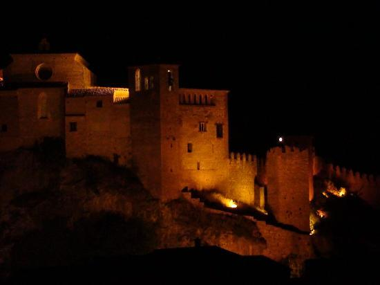 Villa de Alquezar : By night