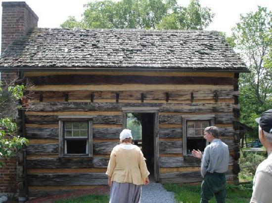Rocky Mount Museum: Costumed tour guides at the Rocky Mount historic farm  in Piney Flats, TN.
