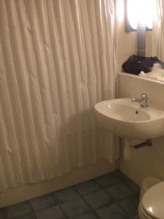 Campanile De Bayeux: Bathroom