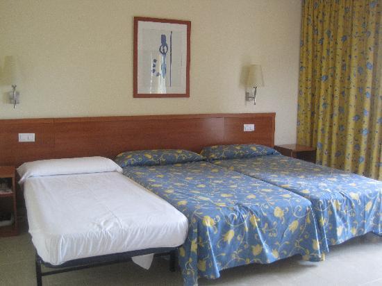 Hotel Mediterraneo Park and Hotel Mediterraneo: HABITACION TRIPLE