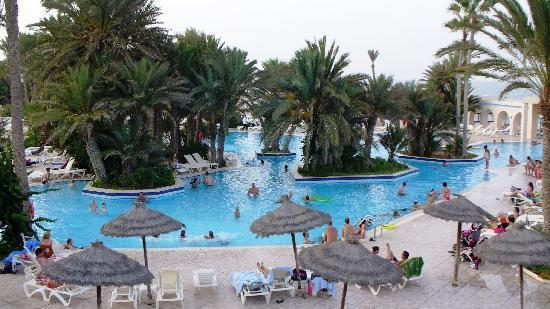 Zita Beach Resort: Une des piscines de l'hôtel