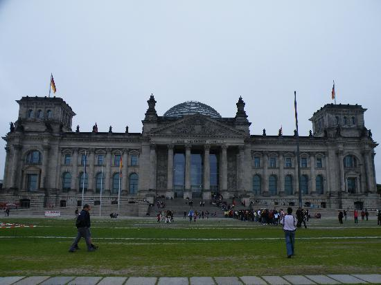 NH Berlin City Ost: Reichstag