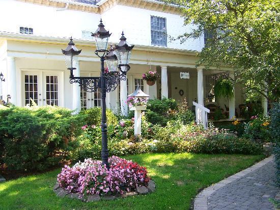 Brockamour Manor Bed and Breakfast: Brockamour Entrance