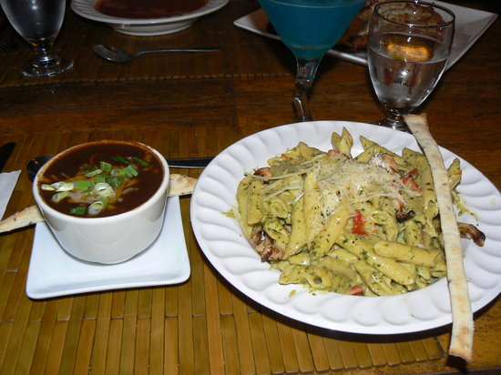 Irises Cafe and Wine Bar: cajun black bean soup & chicken pesto pasta