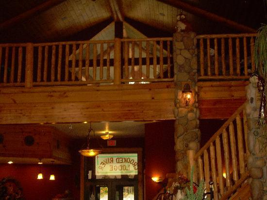 Crooked River Lodge: upstairs in lobby