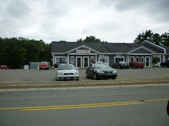 Vicki's Restaurant: View from hiway 1